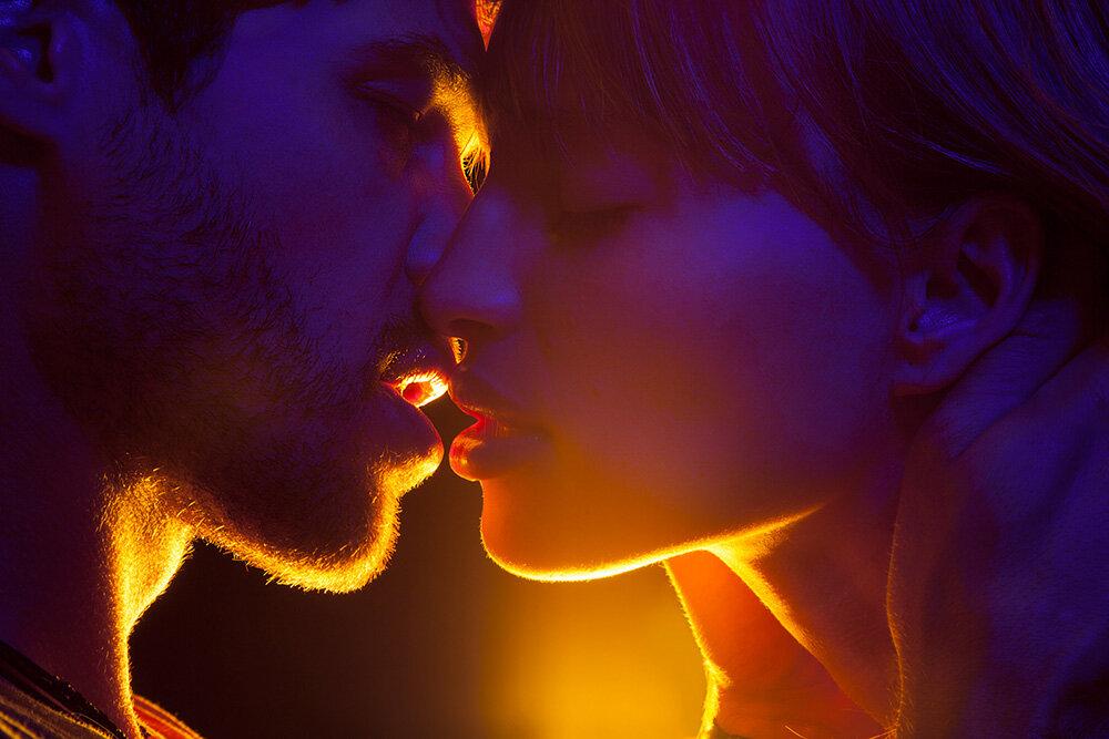 картинки поцелуй в губы он и она итоге